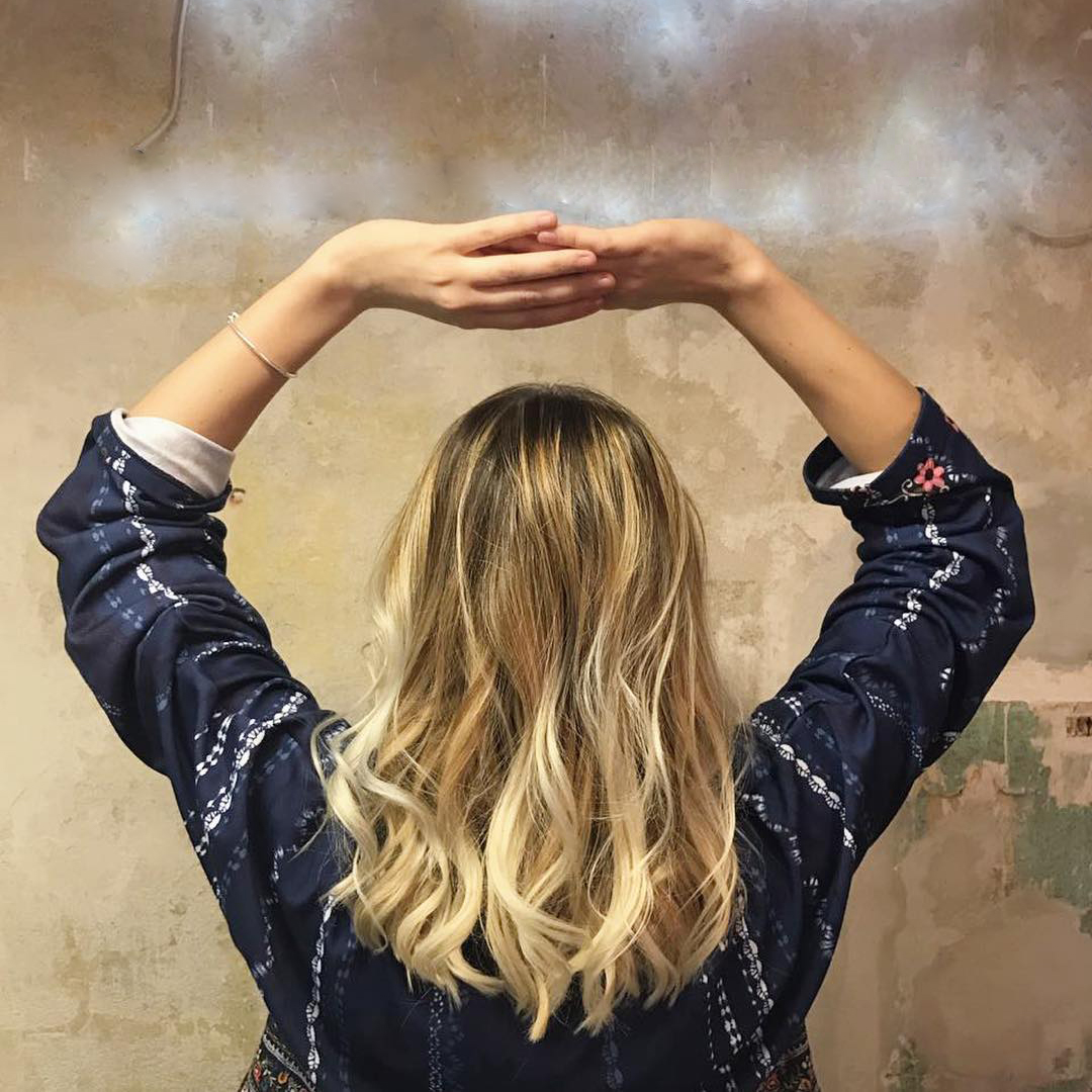 blonde hair natural highlights lowlights half head in berlin