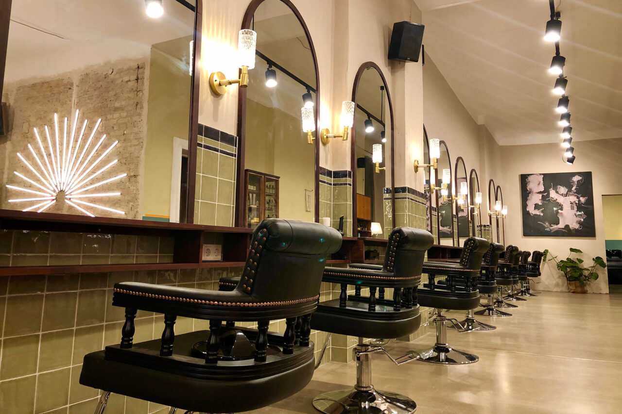 hairstylist cutting stations at eshk friseur moabit berlin