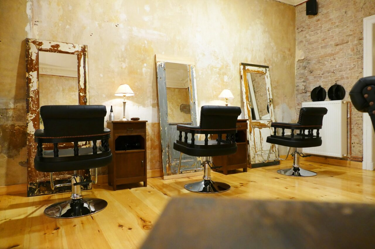 reclaimed wooden door mirrors hairstylist berlin