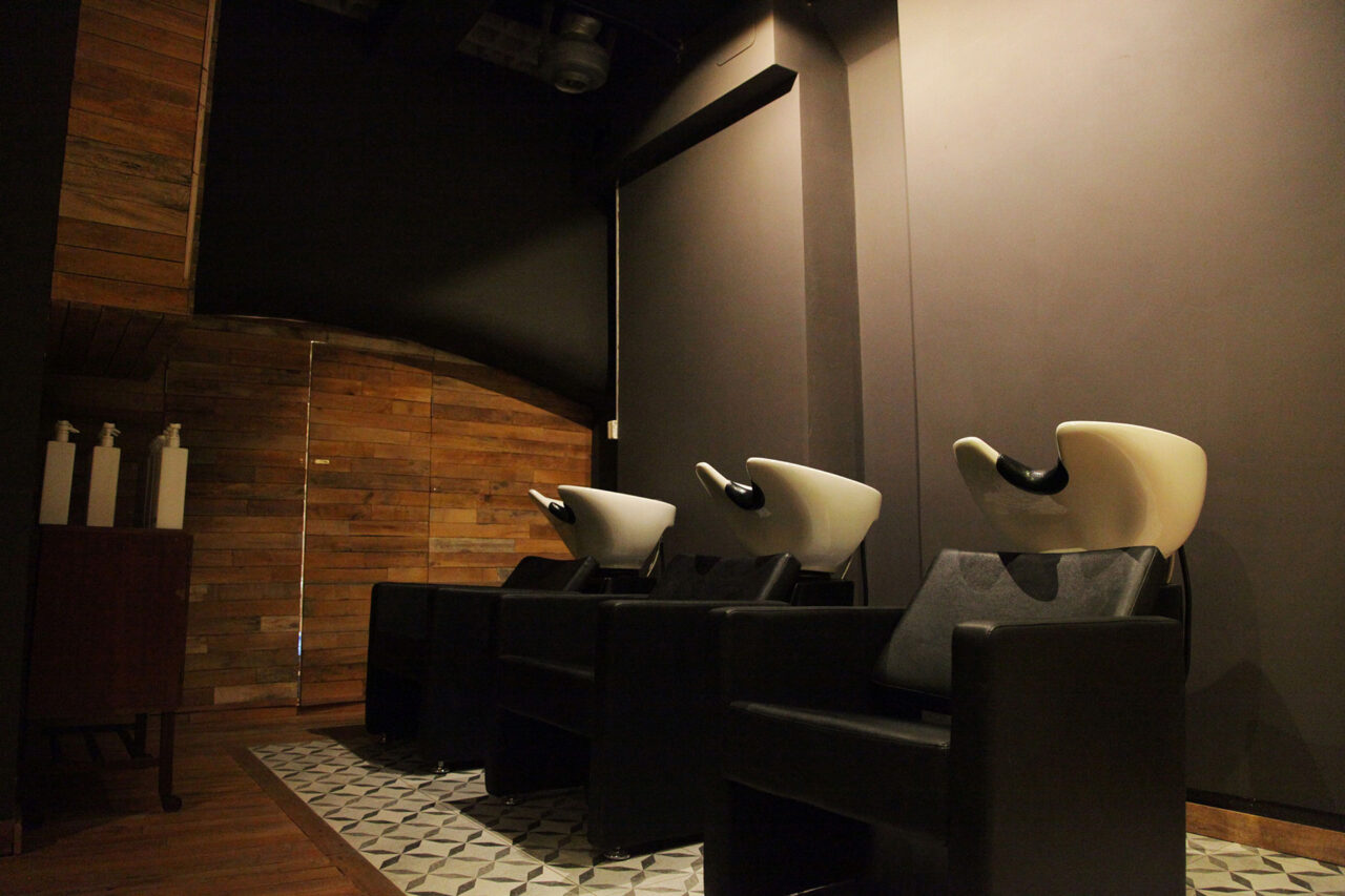 Wash basins for hair treatment, shampoo and conditioner by O-Way organic hair care at ESHK hairdresser in London