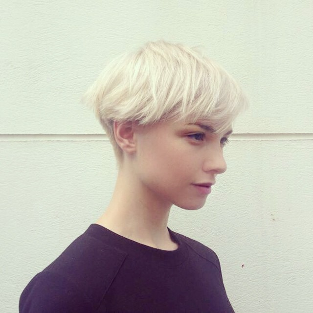 short hairstyles women blonde texture