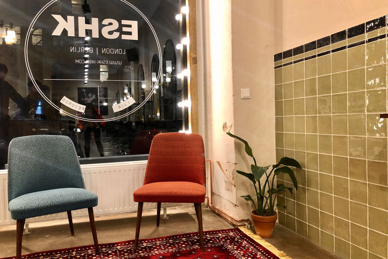 waiting area with vintage chairs at eshk friseur moabit berlin